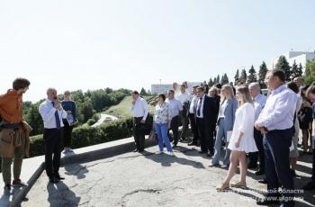 27 августа Губернатор Ульяновской области Сергей Морозов проинспектировал ход работ по благоустройству, продолжающихся в парке Дружбы народов