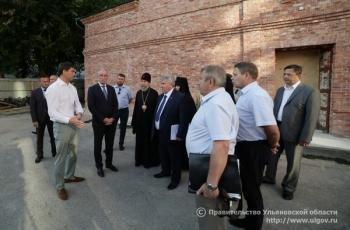 29 августа Губернатор Сергей Морозов осмотрел ход строительства надвратного храма на территории Спасского женского монастыря